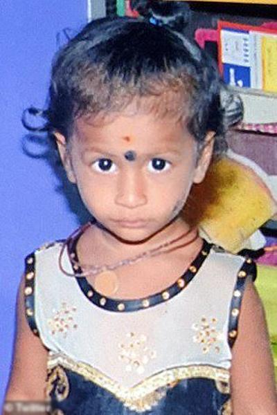 Bé Ravathi Sanjana trước khi bị đuối nước tại nhà riêng ở bang Tamil Nadu, Ấn Độ, hôm 29/10. Ảnh: Twitter.