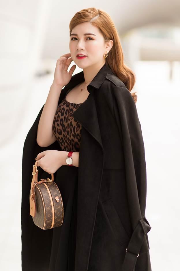 CEO Shynh Group cho biết chiếc túi LV Prtite Boite Chapeau có giá giao động từ 89 triệu, nhiều fashionista thế giới ưu chuộng. Đây là một trong những chiếc túi nữ doanh nhân ưu thích.