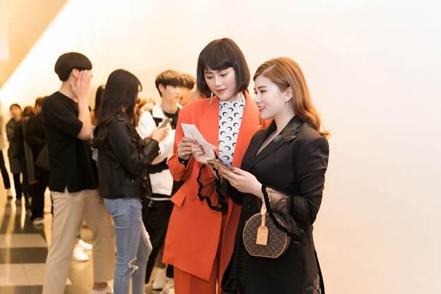 Doanh nhân Lê Thị Xuân tham dự fashion show cùng Hoa hậu châu Á Huỳnh Tiên.