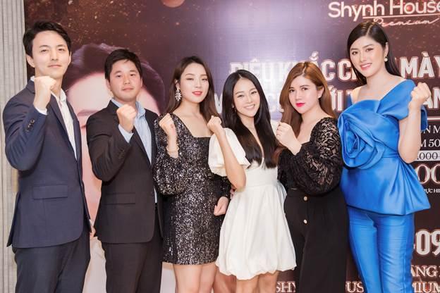 Với tầm ảnh hưởng của mình trong ngành làm đẹp, doanh nhân Lê Thị Xuân luôn được các đối tác Hàn, người nổi tiếng hết sức tin tưởng và hợp tác.