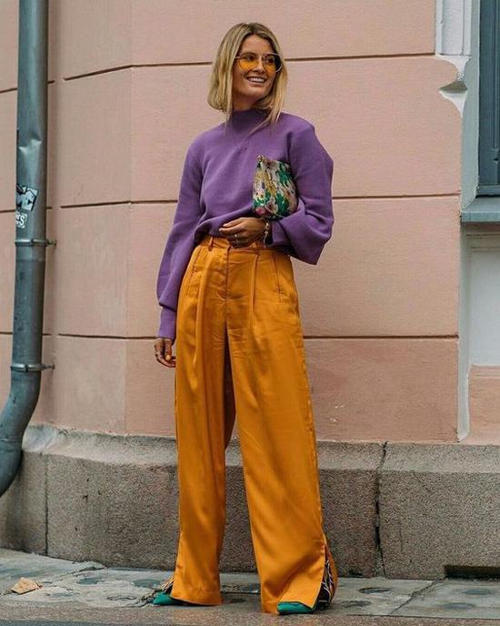 Nếu muốn trở thành cô nàng sành điệu cùng xu hướng mới thì bạn có thể  tham khảo bảng màu gồm các tông vàng, nâu, tím, xanh, hồng - những gam thịnh hành ở mùa này.