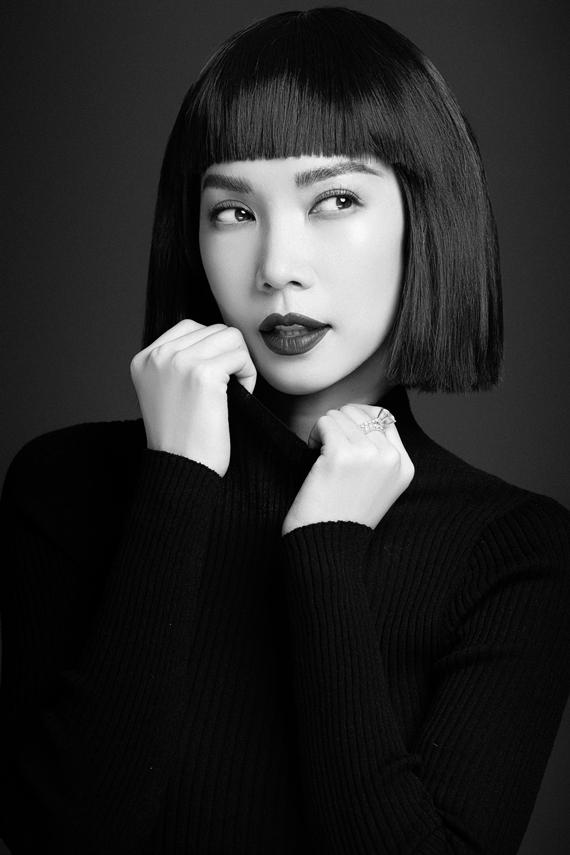 Nhiếp ảnh: MrAT - Trang điểm: Quân Nguyễn - Làm tóc: Pu Lê.