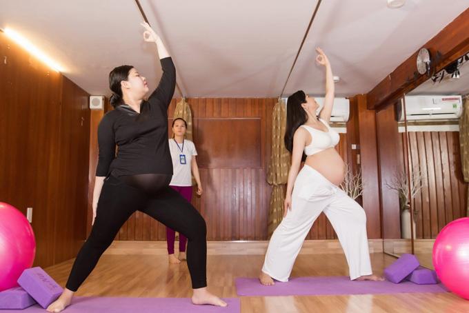 Những bài tập yoga bầu nhẹ nhàng giúp Diệp Lâm Anhkhoẻ mạnh và tràn đầy năng lượng suốt thời kỳ mang thai.
