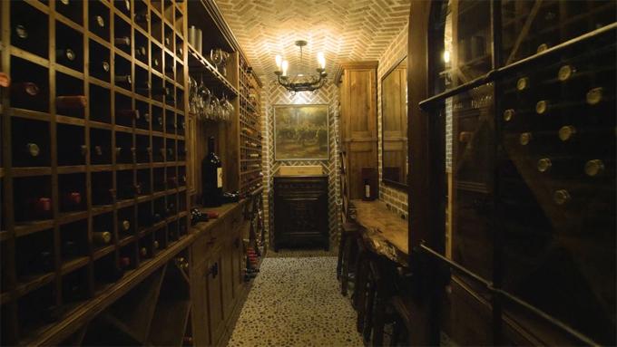 Hầm rượu vang.