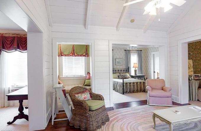 Ngôi nhà gồm 8 phòng ngủ.