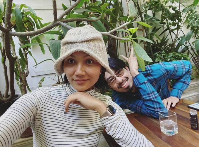 HHen Niê đọ mặt mộc cùng rapper Đen Vâu.