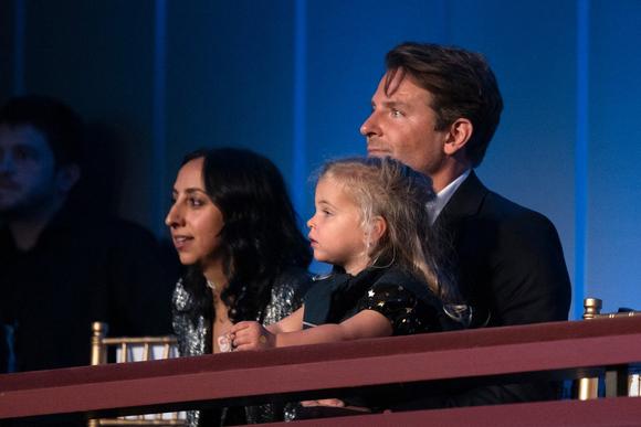 Bradley đưa con gái tới tham dự lễ trao giải Mark Twain ở Washington, DC ngày 27/10.