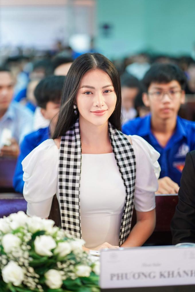 Hoa hậu Phương Khánh: Vương miện tỏa sáng hơn nhờ tri thức - xin edit