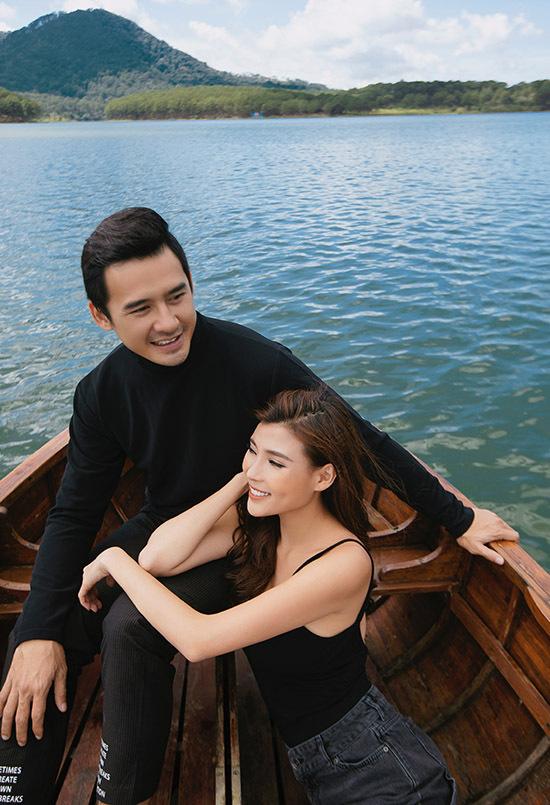 Bộ ảnh do chuyên gia trang điểm Hiwon, tạo mẫu tóc Jimin và stylist Phuong Tran hỗ trợ thực hiện.