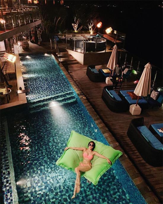 Cặp nàng 47, chàng 30 hẹn hò ở Bali - 1
