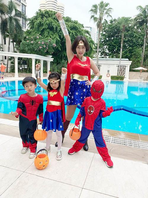 Ca sĩ Thu Minh cùng những người bạn nhỏ hóa biệt đội siêu anh hùng Avengers.