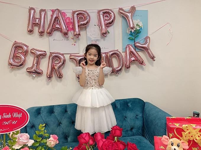 Bé Thỏ trong ngày sinh nhật tròn 6 tuổi.