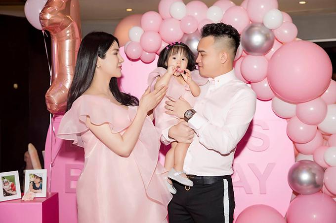 Ngày 1/11, vợ chồng Diệp Lâm Anhtổ chức tiệc sinh nhật mừng con gái Boorin tròn một tuổi.
