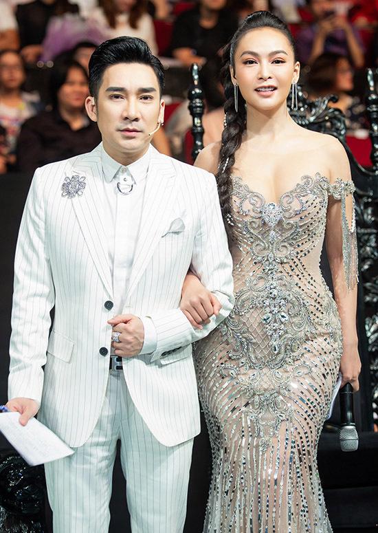 Mỹ Ngọc cầm trịch cuộc thi hát bolero cùng đàn anh Quang Hà.