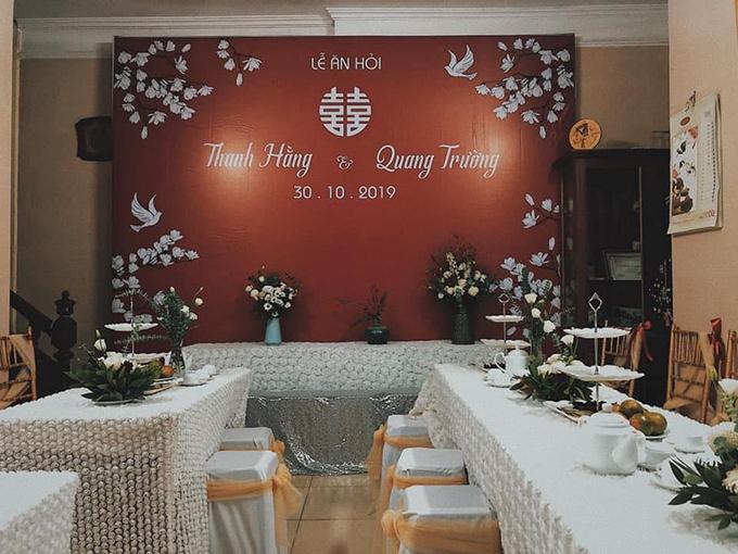 Toàn cảnh không gian làm lễ ở nhà cô dâu trước giờ trọng đại.