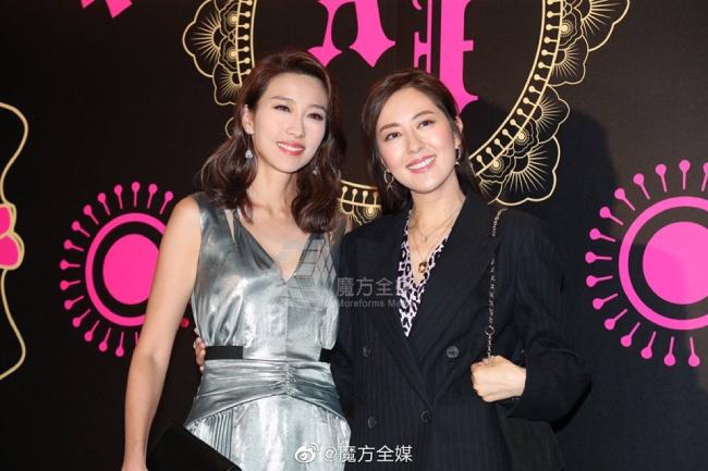 Đường Thi Vịnh (phải) sánh vai cô bạn Diêu Tử Linh.