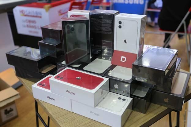 iPhone 11 chính hãng VN/A về hàng số lượng lớn tại Di Động Việt.