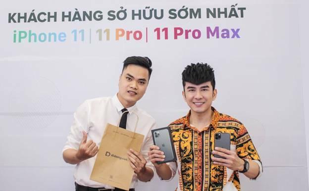 Ca sĩ Đan Trường là 1 trong những người đầu tiên sắm iPhone 11 Pro Max tại Di Động Việt