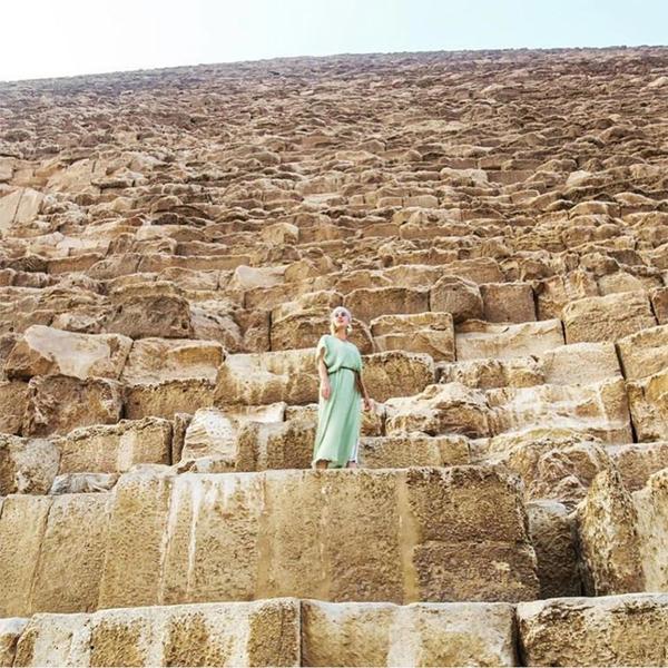 Một số nguồn tin nói rằng Katy sẽ sử dụng một sốhình ảnh và video ở Ai Cập cho MV mới.