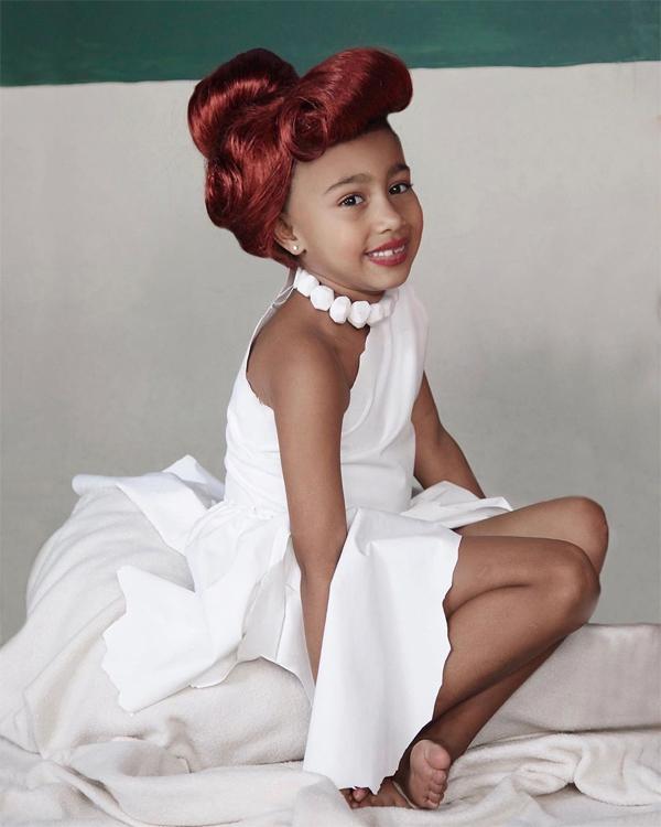 North, 6 tuổi, đã nhiều lần chụp ảnh thời trang nên luôn tự tin trước ống kính.