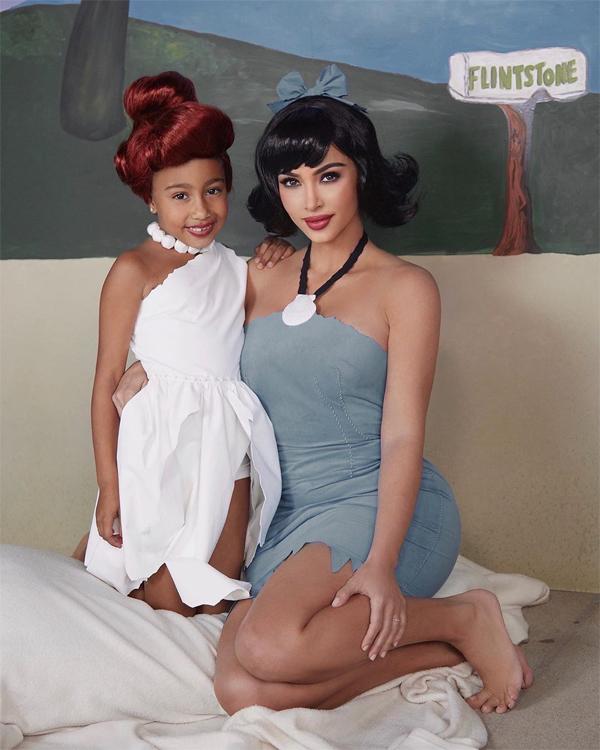 Con gái cả North đội tóc giả đóng vai Wilma Flinstone.
