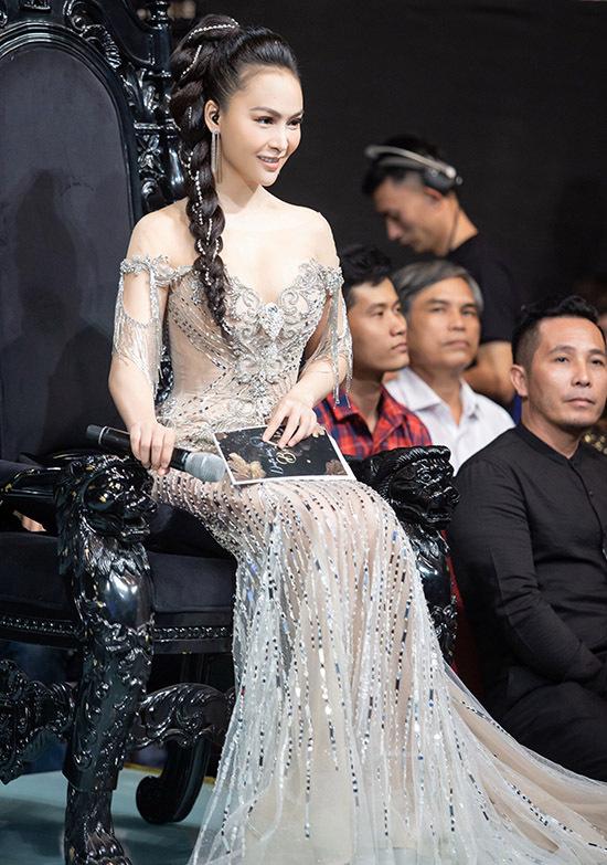 Mỹ Ngọc chia sẻ cô muốn phấn đấu trở thành nghệ sĩ đa năng nên mạnh dạn thử sức với vai trò người dẫn chương trình.