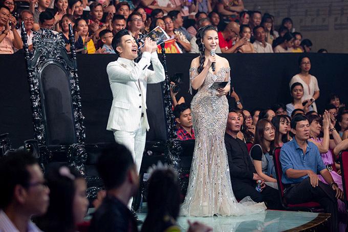 Hai MC tung hứng ăn ý, cổ vũ tinh thần thí sinh trong chung kết Duyên dáng Bolero.