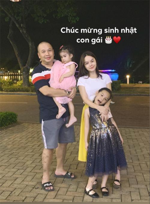 Dù đã ly hôn, Phạm Quỳnh Anh và đạo diễn Quang Huy vẫn giữ quan hệ bạn bè để cùng nuôi dậy hai con gái. Trong dịp sinh nhật bé Tuệ Lâm tròn 7 tuổi, nữ ca sĩ và chồng cũ cùng vui vẻ đoàn tụ, dẫn các con đi chơi.