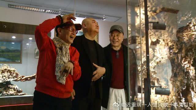 Các nghệ sĩ thăm bảo tàng của gia đình Trì Trọng Thụy.