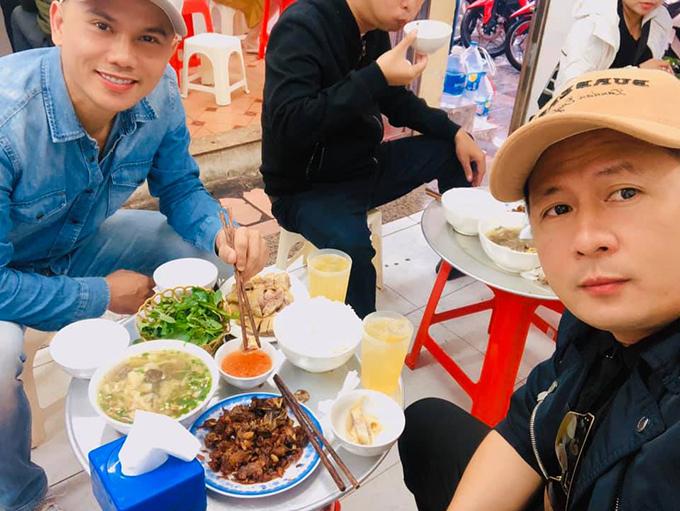 Bằng Kiều và Tú Dưa rủ nhâm nhi cơm Hà Nội.