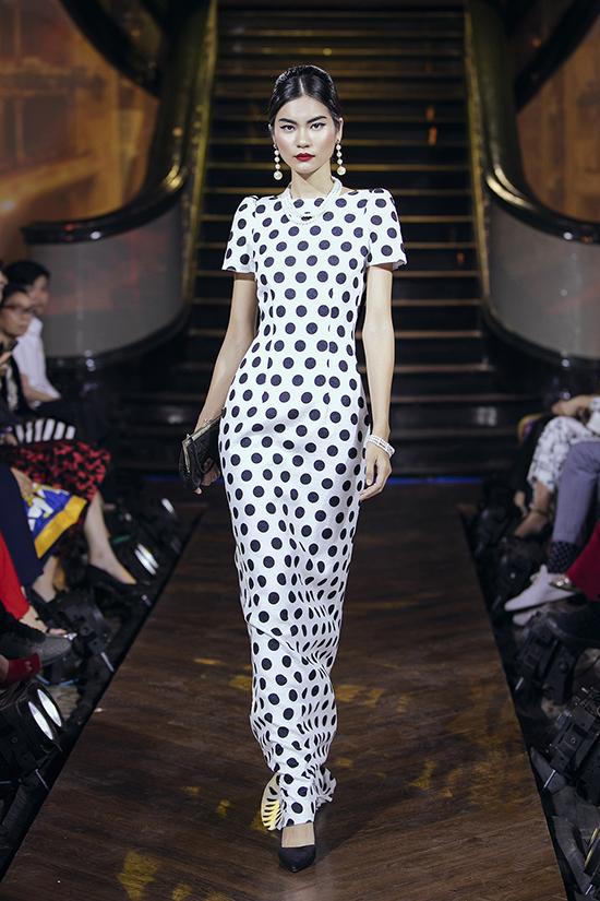 Vẻ đẹp của những ngôi sao Audrey Hepburn, Grace Kelly, Sophia Lauren, Marilyn Monroe, Vivien Leigh... là cảm hứng sáng tác cho bộ sưu tập Evening Wear.