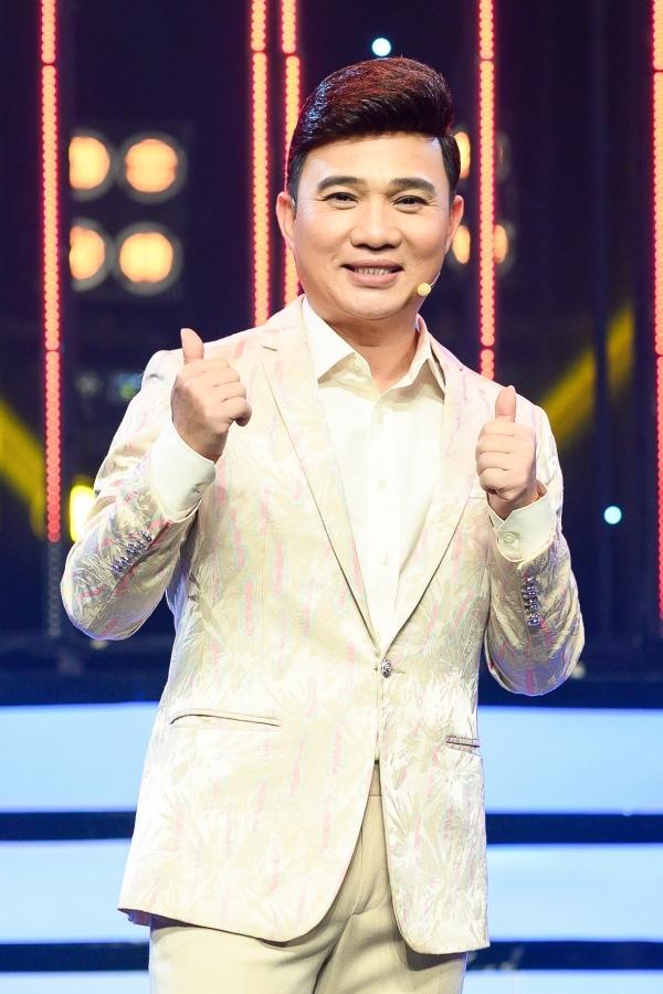 Ngoài Hồ Ngọc Hà, Quang Linh cũng là giám khảo chính của mùa thi thứ 7 Gương mặt thân quen.