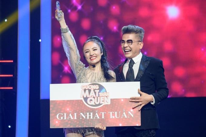 Với sự đầu tư kỹ lưỡng, Nhật Thủy giành chiến thắng thuyết phục tuần thi đầu tiên. Cô hạnh phúc nhận cúp từ MC Thanh Bạch.