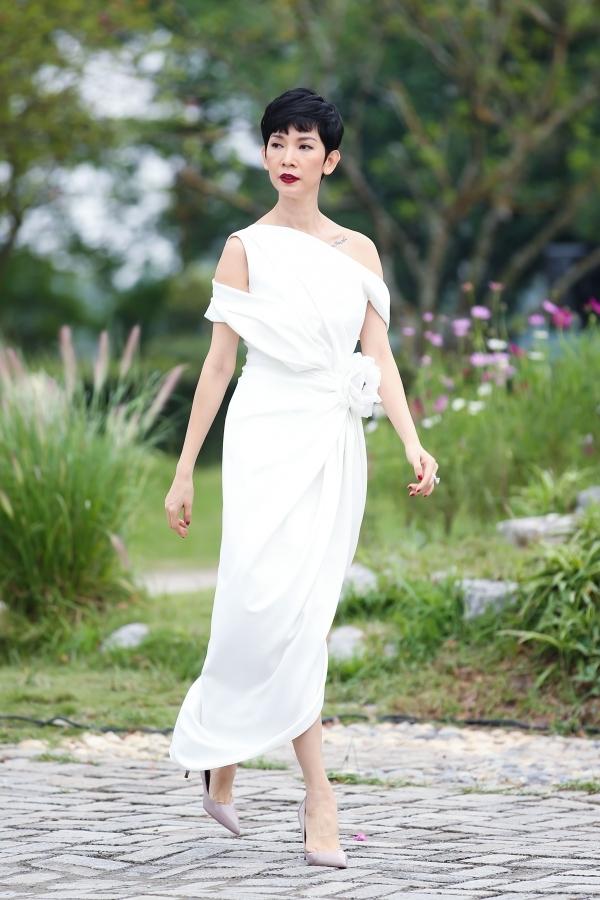 Tuần lễ thời trang trẻ em - Vietnam Junior Fashion Week là sự kiện thường niên lần thứ 10 do siêu mẫu Xuân Lan sản xuất. Dịp này,  cô mong muốn các thiết kế lần này sẽ lan tỏa thông điệp yêu thương gia đình đến khán giả.