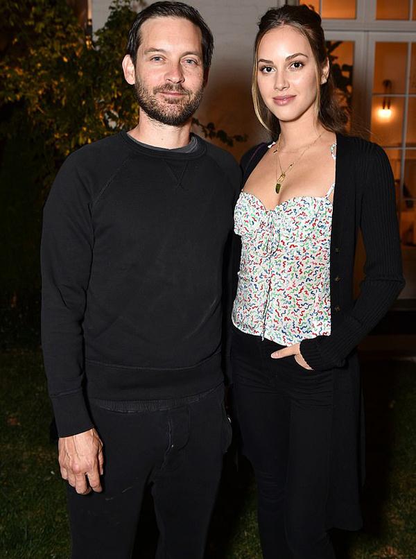 Nam diễn viênSpider ManTobey Maguire đến dự sự kiện cùng bạn gái kém anh 17 tuổi,Tatiana Dieteman.