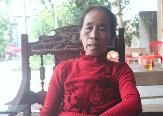 Bà Nguyễn Thị Mai chia sẻ rất đau đớn khi nhận tin con trai tử nạn ở Anh. Ảnh: Hùng Lê