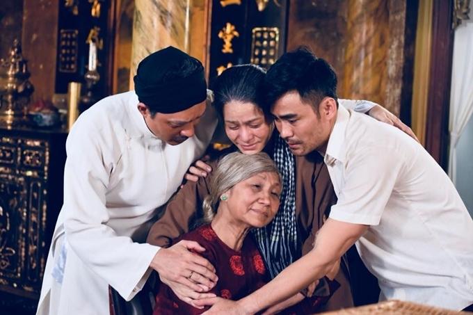 Khải Văn nhận lại bà hội đồng là mẹ, Thị Bình đưa Hải về gặp bà nội.
