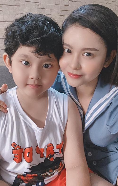 Vơi Trương Quỳnh Anh, con trai chính là tình yêu duy nhất và mãi mãi.