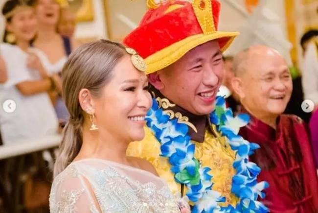 Trần Tuệ Linh được cho là đặc biệt gắn bó với con trai riêng của chồng, lúc nào hai mẹ con cũng bên nhau trong mọi sự kiện của gia đình.