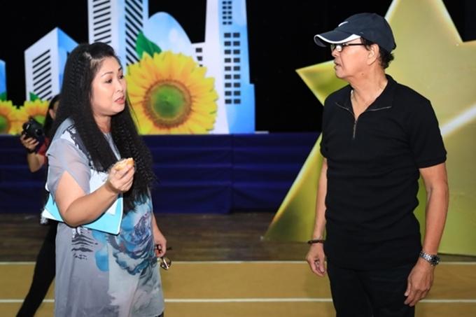 Hồng Vân vào vai bà Phủ - vai diễn từng được thể hiện bởi nghệ sĩ Thanh Hằng. Chị phải tập hát cải lương nghệ sĩ Thanh Điền và nghệ sĩ Thanh Hằng.