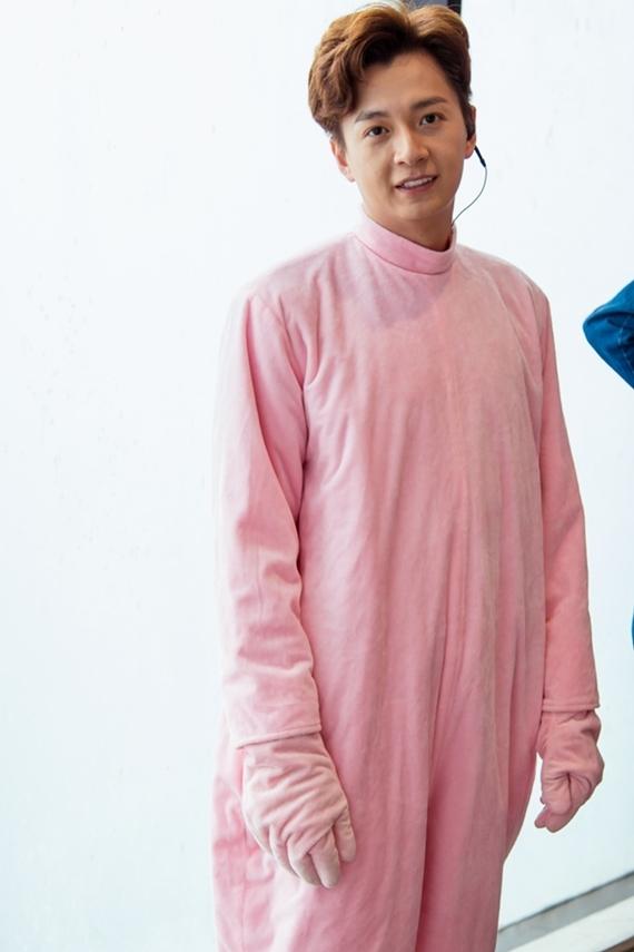 Ngô Kiến Huy nhận lời tham gia chương trình Nhật ký celeb do vợ chồng diễn viên hài Thu Trang - Tiến Luật sản xuất. Chương trình ghi lại hành trình một ngày của nghệ sĩ với những hoạt động bất ngờ, hài hước.