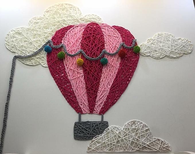 Một bức tranh tường Vân Trang từng thực hiện cho con bằng đinh móc và sợi gai, sợi len.