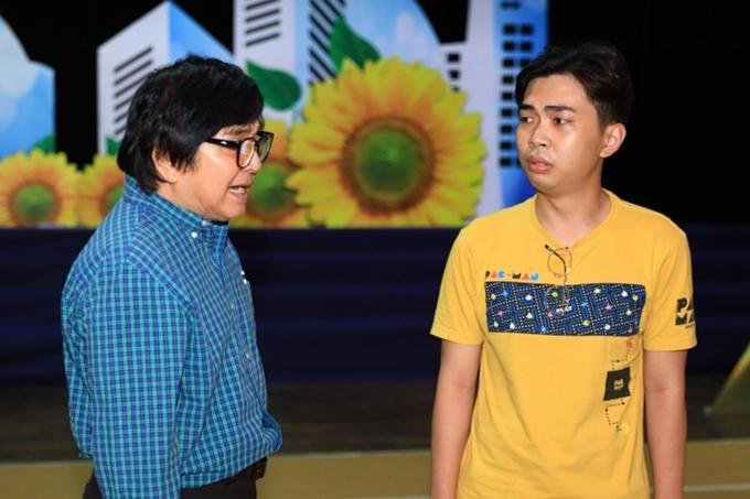 Đây là lần đầu tiên Minh Dự chạm ngõ cải lương, thay thế Hoài Lâm để vào vai Xuân - em trai Lan. Nam diễn viên nỗ lực tập luyện cùng nghệ sĩ Chí Tâm.