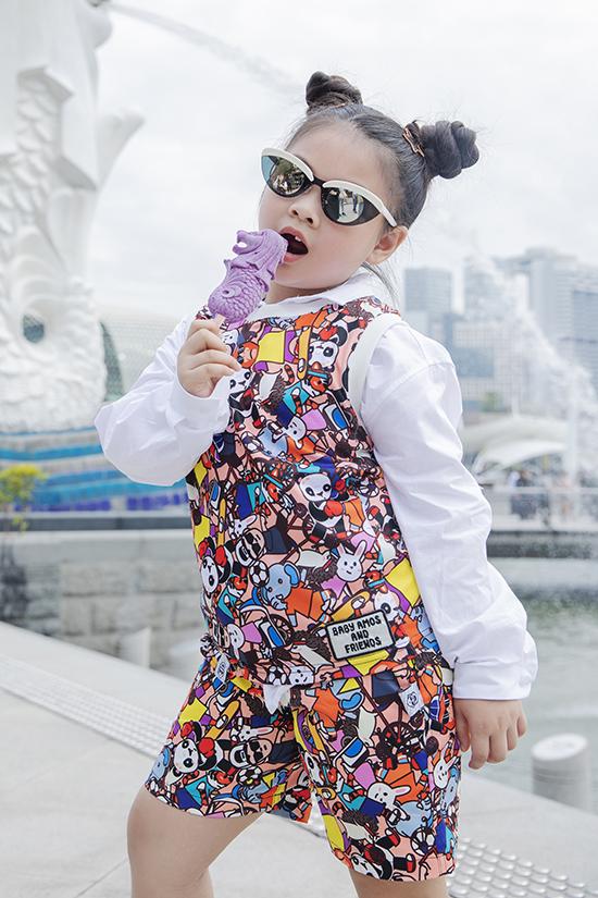Lunar Chong diện trang phục in họa tiết sinh động để giúp mình trở nên đáng yêu hơn.