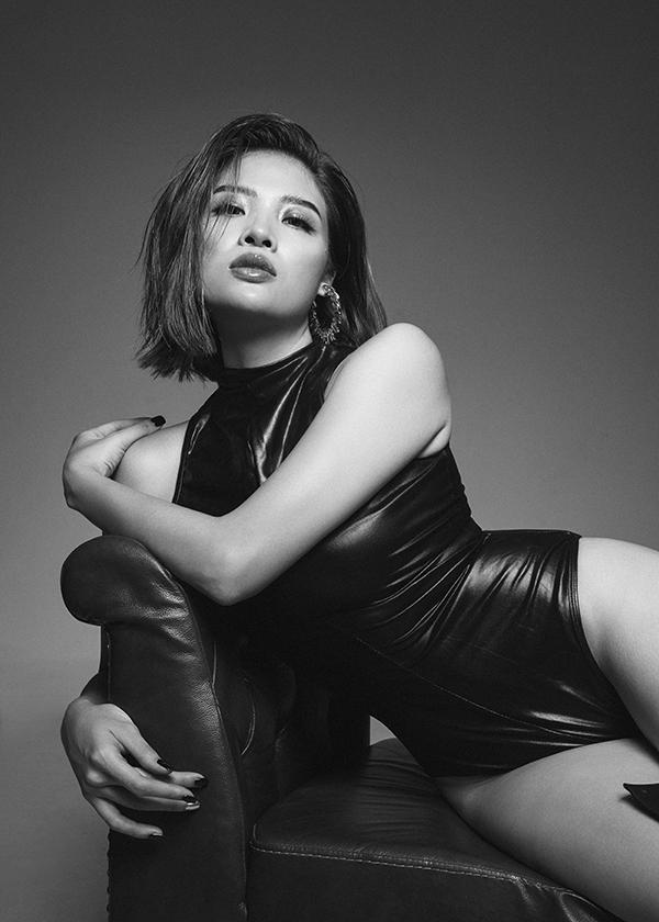 Tháng 10 năm ngoái, khi là khách mời của một show thời trang, Hoa hậu Đông Nam Á 2014 bị nhiều người, trong đó có fan của các người đẹp khác bêu rếu vì... béo. Vì chuyện này, Phan Hoàng Thu lên cơn tự ái và đã quyết định giảm cân cấp tốc.Cô nhịn ăn, chỉ uống nước detox để giảm 7kg trong vòng 1 tuần.