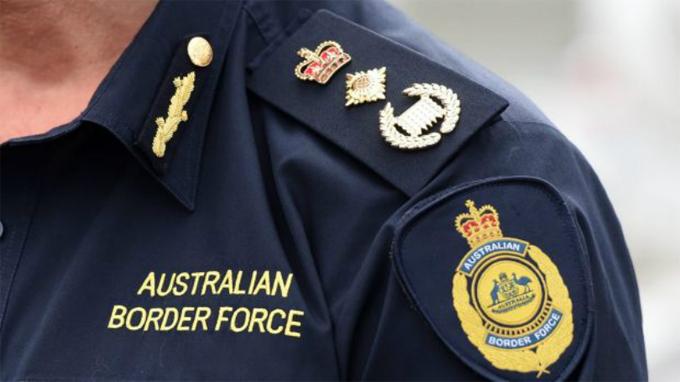 Nhân viên kiểm soát an ninh ở các cửa khẩu Australia.