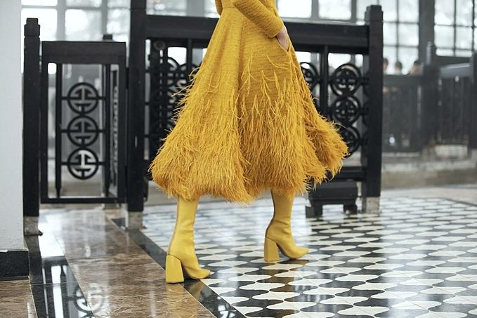 Thương hiệu sẽ sớm cho ra mắt các sản phẩm giày túi xuất hiện trong chương trình để ghi dấu sự đồng hành với NTK Lê Thanh Hòa.