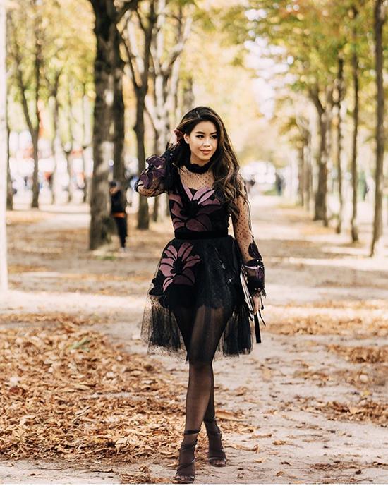 Thảo Tiên tự tin khoe dáng với váy theo phong cách sexy của thương hiệu Elie Saab.
