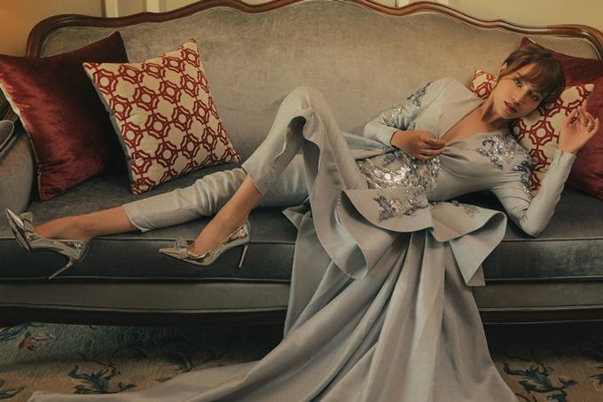 Để phục vụ cho tạo hình nhân vật, Lan Ngọc diện hơn 50 bộ trang phục do nhà thiết kế Lê Thanh Hòa thực hiện riêng. Trang phục cho các diễn viên trong phim cũng đến từ các nhà thiết kế nổi tiếng: Đỗ Mạnh Cường, Xuân Lê, Đức Vinci...