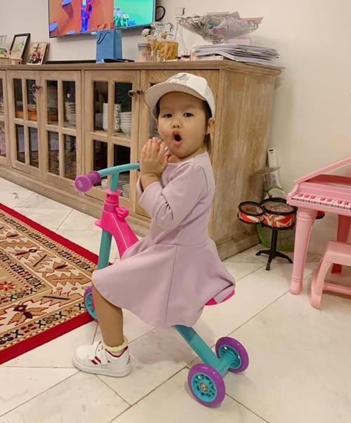 Bé Bồ Câu, con gái Phan Như Thảo.